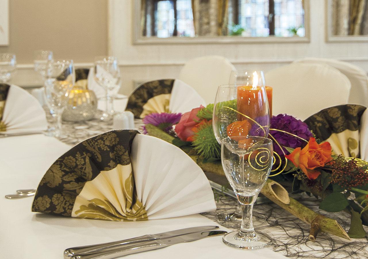 Gedeckter Tisch für eine Hochzeit